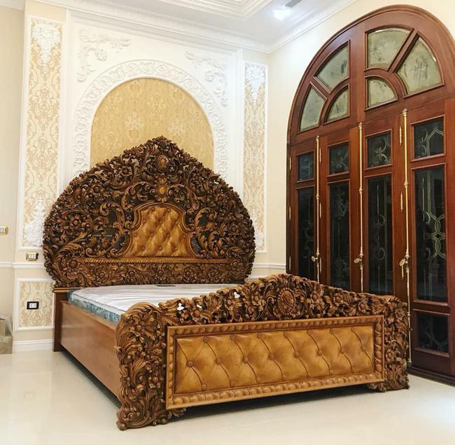 Chiếc giường này quả thực khiến người ta liên tưởng đến giường của những nàng công chúa trong cổ tích.