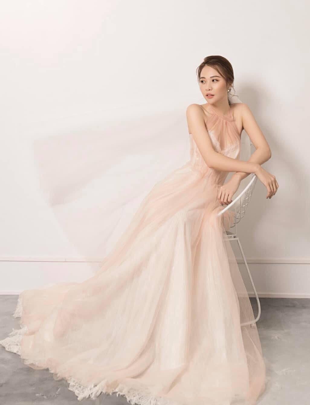 Stylist Pông Chuẩn là người phụ trách hình ảnh cho đám cưới của Đàm Thu Trang.