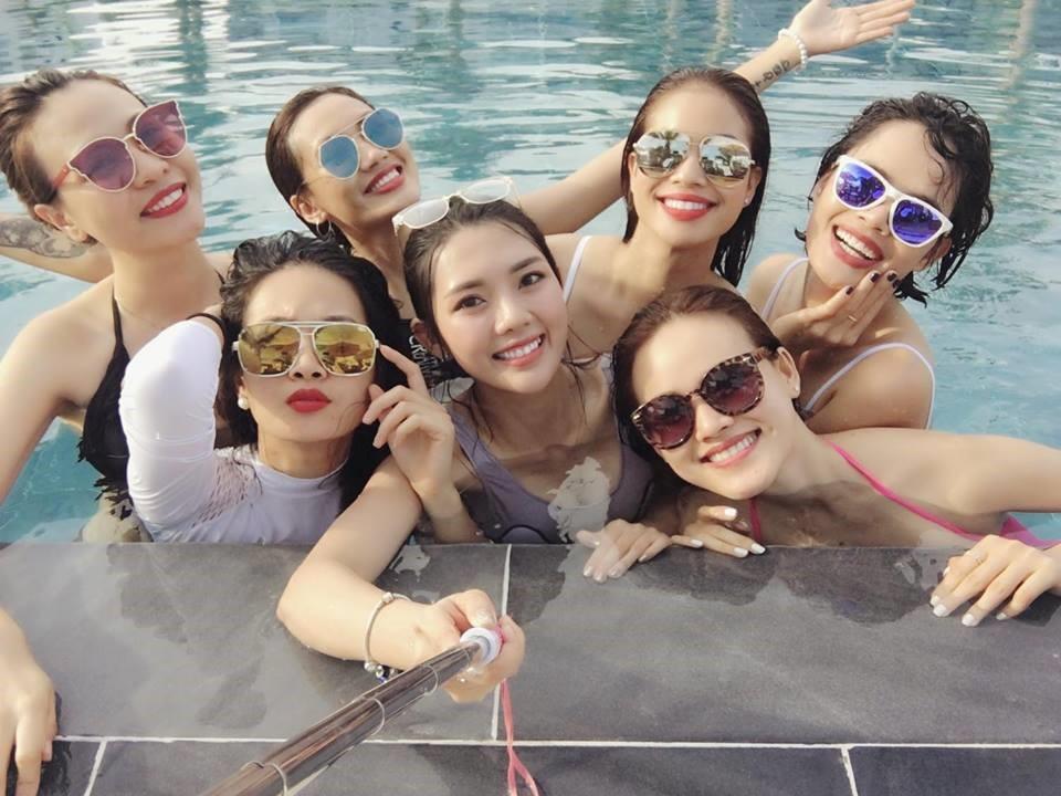 Hội những cô nàng xuất thân từ Vietnam's Next Top Model 2010 khoe ảnh đi bơi cùng nhau
