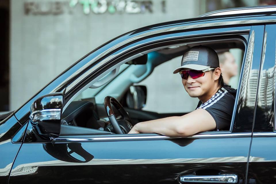 Nam diễn viên cũng thường xuyên cầm lái những chiếc xế hộp sang mà bạn gái sở hữu.