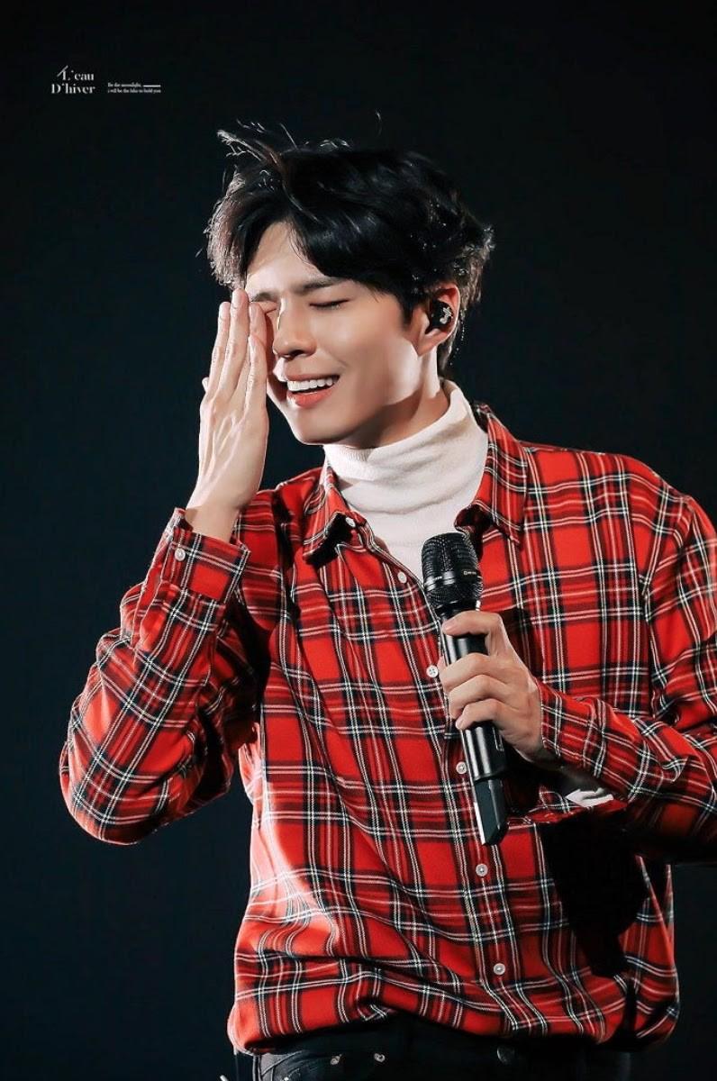 Sau ồn ào 'kẻ thứ 3' khiến Song Joong Ki - Song Hye Kyo ly hôn, Park Bo Gum lại gây bão với chủ đề: 'Mặt dễ thương, tay nam tính' 1