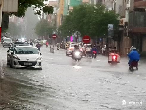 Mưa lớn suốt đêm, rất nhiều tuyến đường ở Đà Nẵng biến thành sông! 9