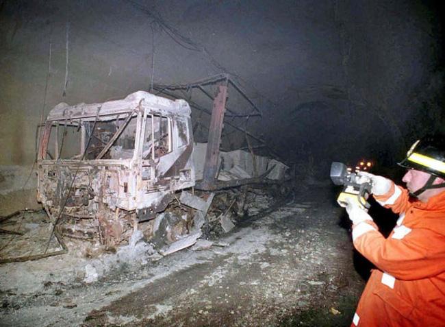 39 người bị thiêu rụi trong vụ hỏa hoạn đường hầm Châu Âu: Ngọn lửa 1200 độ C kéo dài 53 tiếng từ xe chở bơ thực vật để lại nỗi ám ảnh khôn nguôi 3