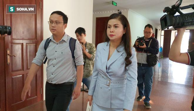 Bà Lê Hoàng Diệp Thảo sau phiên xử.