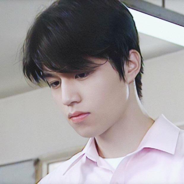 'Thần chết' Lee Dong Wook lại 'gây bão' với hình ảnh điển trai năm 18 tuổi, nhưng bất ngờ nhất là khi so sánh với nhan sắc hiện tại 0