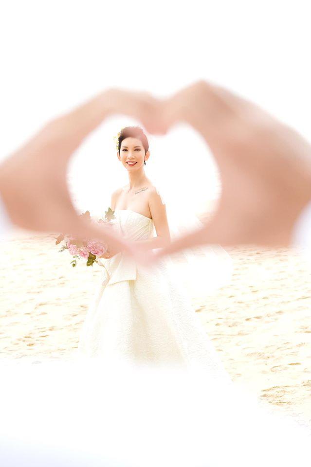 Nữ siêu mẫu chính thức trở thành cô dâu sau những năm làm mẹ đơn thân.