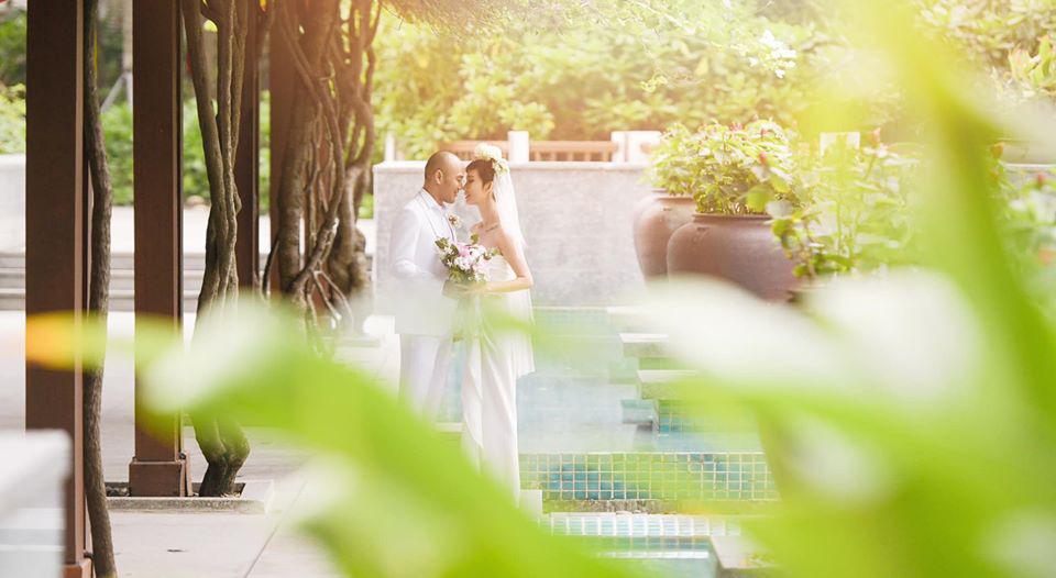 Trong bộ ảnh cưới, Xuân Lan giữ nguyên mái tóc ngắn cá tính nhưng vẫn vô cùng ngọt ngào, xinh đẹp, đặc biệt là luôn nở nụ cười hạnh phúc.