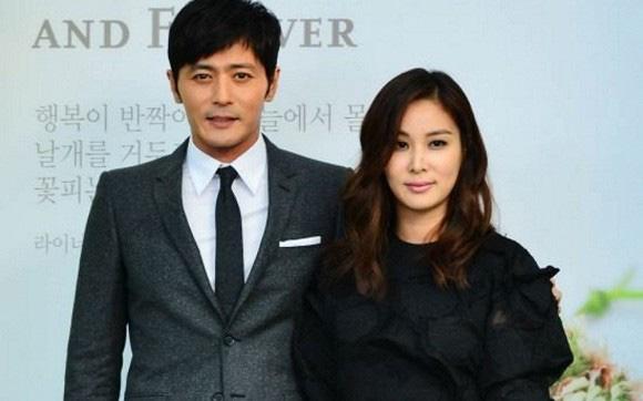 Jang Dong Gun rời Hawaii một mình, nghi là đã xảy ra mâu thuẫn với vợ vì lùm xùm lộ tin nhắn 'gái gọi' 1