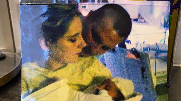 Bức ảnh chụp Lauren và chồng cũ Paul khi cô hạ sinh con gái của cả hai.