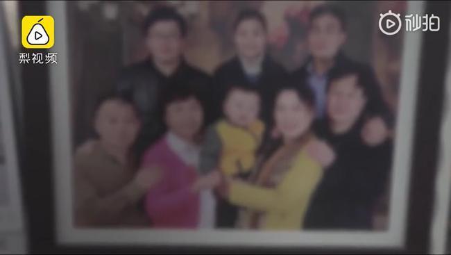 Bức ảnh đại gia đình bác sĩ Lý Văn Lượng.