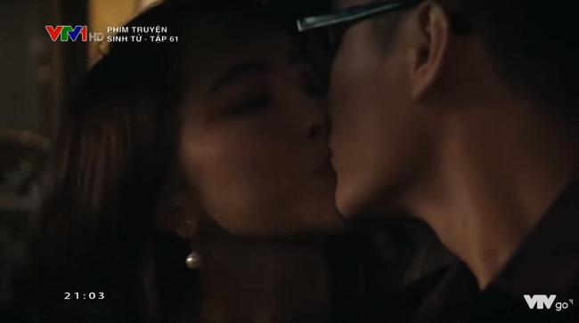 Nàng 'tiểu tam' nhanh chóng làm dịu Trần Bạt bằng một nụ hôn ngay trên xe.