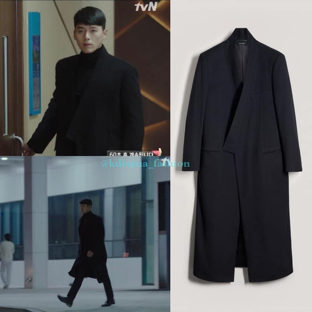 Choáng nhất chắc là chiếc áo măng tô đen này, thiết kế dứng dáng với phần ve áo khác đặc biệt được Ri Jung Hyeok mặc nguyên cả cây đen bí ẩn. Thiết kế đến từ nhà mốt DUNHILL có giá 3,451$ - khoảng 80 triệu đồng.