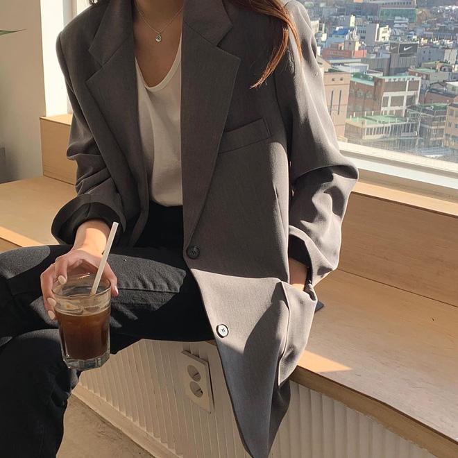 Tội gì vắt óc nghĩ cách mix đồ khi bạn luôn có sẵn 4 công thức áo phông đơn giản nhưng đẹp bất bại, diện không bao giờ lỗi? 7