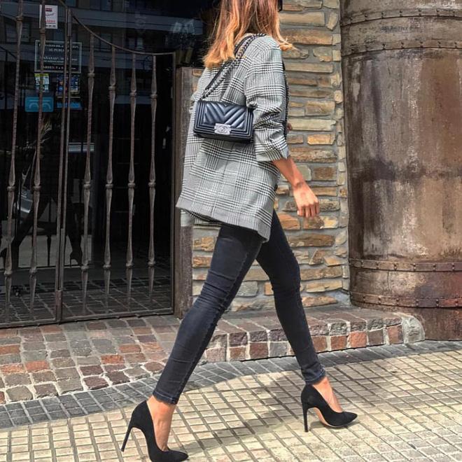 Blazer + Jeans: Nàng công sở tuổi 30+ sẽ chẳng bao giờ mặc xấu nếu biết thêm cách kết hợp giày dép này 4