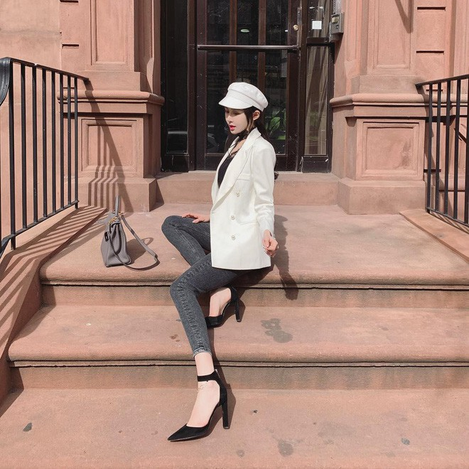 Blazer + Jeans: Nàng công sở tuổi 30+ sẽ chẳng bao giờ mặc xấu nếu biết thêm cách kết hợp giày dép này 3