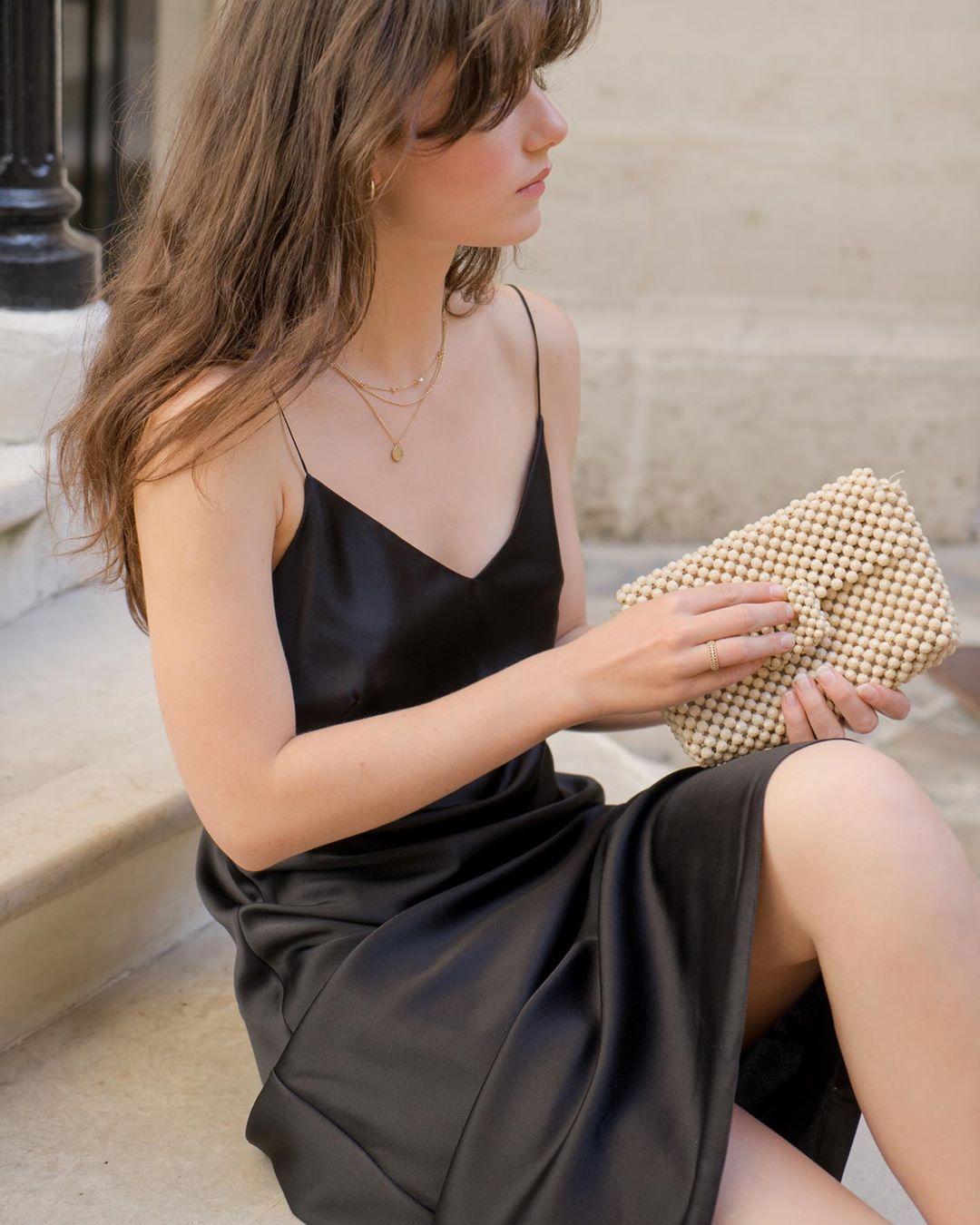 Phụ nữ Pháp cứ diện váy lụa đẹp mê thế này, chị em ngắm rồi sẽ muốn tậu ngay cho tủ Xuân - Hè 'cả lố' với muôn màu sắc 0