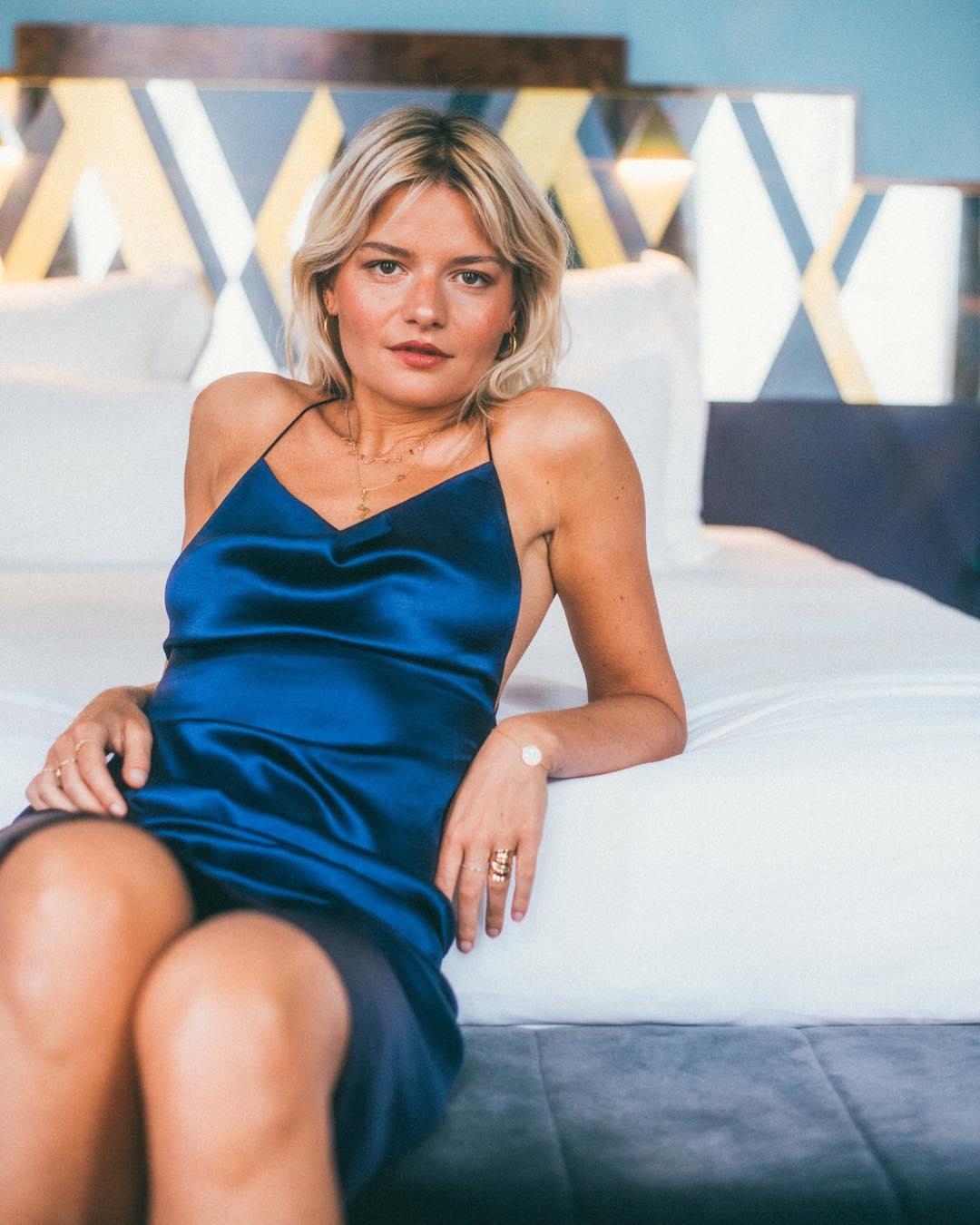 Phụ nữ Pháp cứ diện váy lụa đẹp mê thế này, chị em ngắm rồi sẽ muốn tậu ngay cho tủ Xuân - Hè 'cả lố' với muôn màu sắc 2