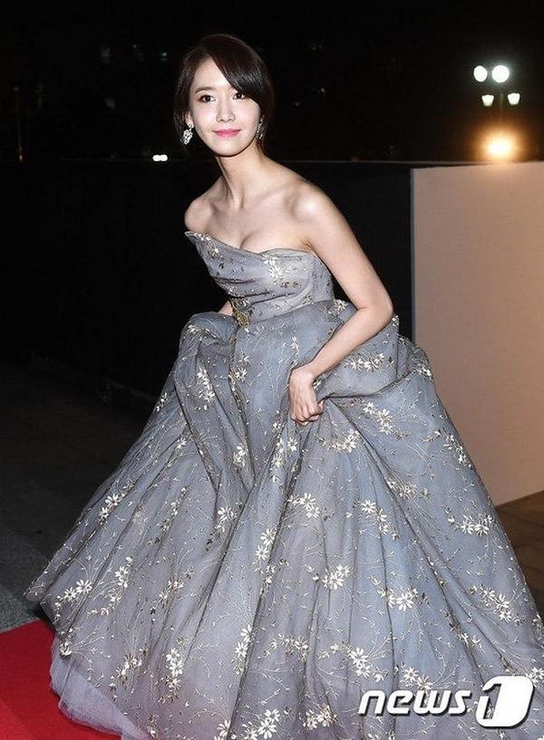Mỹ nhân Hàn không ngại khoe 'hết mình' vùng xương quai xanh gợi cảm trong các kiểu trang phục khác nhau.