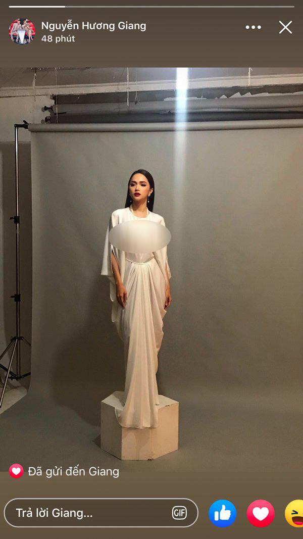 HH Hương Giang 'bao trọn' cả combo váy lụa dễ gây hiểu lầm, ngay cả khi diện đầm kín đáo thì chất liệu cũng quá rủ nên rất dễ lộ liễu trước bao nhiêu ánh nhìn.