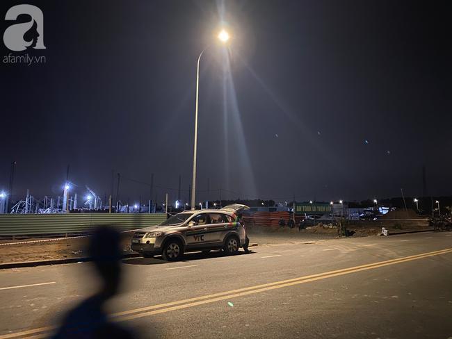 Nhiều cơ quan báo đài đến ghi nhận sự việc trong đêm.