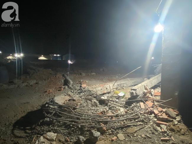 Bức tường đổ sập khiến 25 người thương vong.