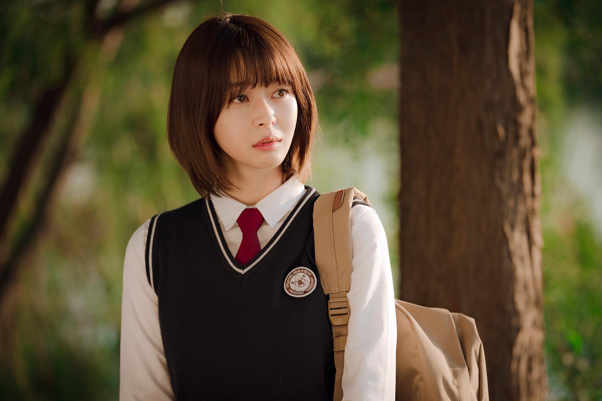 Hè nóng ná thở, muốn xén tóc cho nhẹ đầu thì chị em hãy tham khảo 3 kiểu tóc ngắn được 'sủng' nhất trong phim Hàn 7