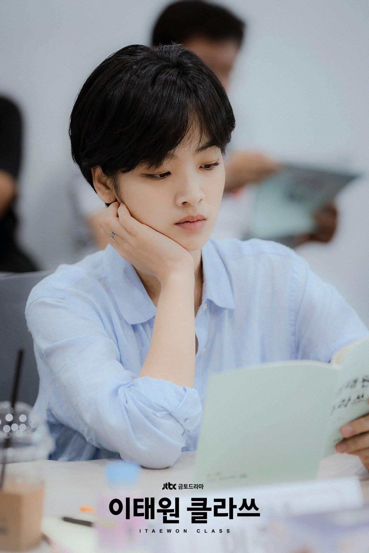 Hè nóng ná thở, muốn xén tóc cho nhẹ đầu thì chị em hãy tham khảo 3 kiểu tóc ngắn được 'sủng' nhất trong phim Hàn 9