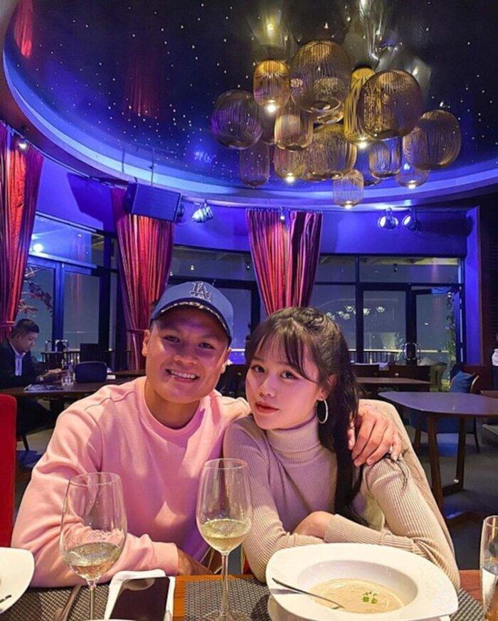 Hòa Minzy nói gì về nhan sắc ngoài đời của bạn gái Quang Hải giữa lúc dân mạng chê 'kém sắc'? 5