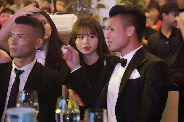 Hòa Minzy nói gì về nhan sắc ngoài đời của bạn gái Quang Hải giữa lúc dân mạng chê 'kém sắc'? 4