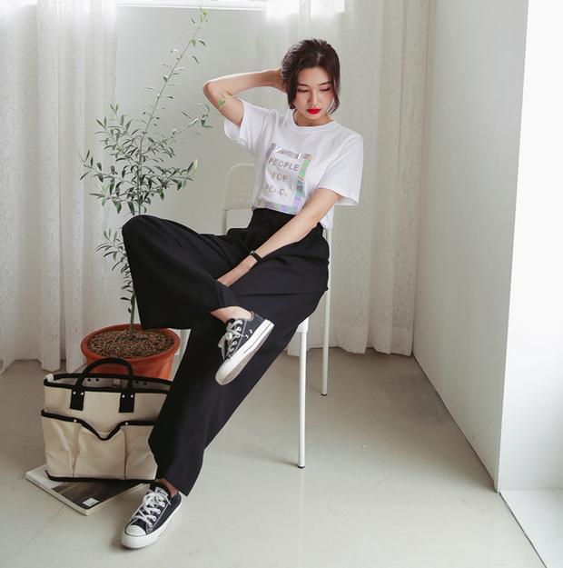 Chiêu tạo eo thon, hack chân dài vi diệu 'nhất quả đất' khi diện áo phông + quần ống rộng, đến Lisa (Black Pink) cũng đang áp dụng 0