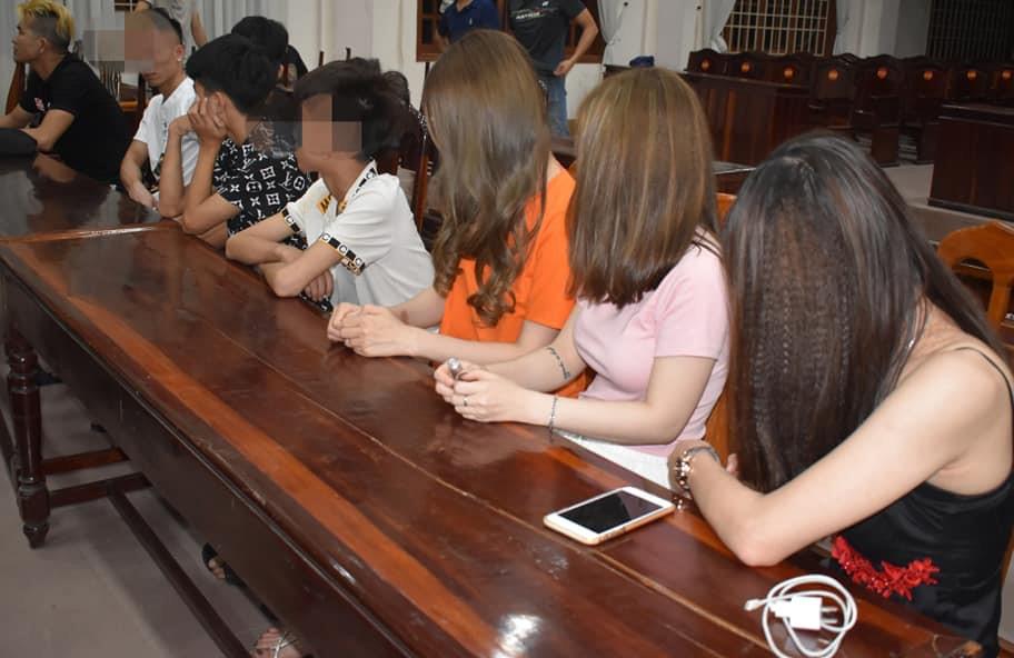 Nhiều cô gái trẻ bị phát hiện dương tính với ma túy. (Ảnh: Công an cung cấp)