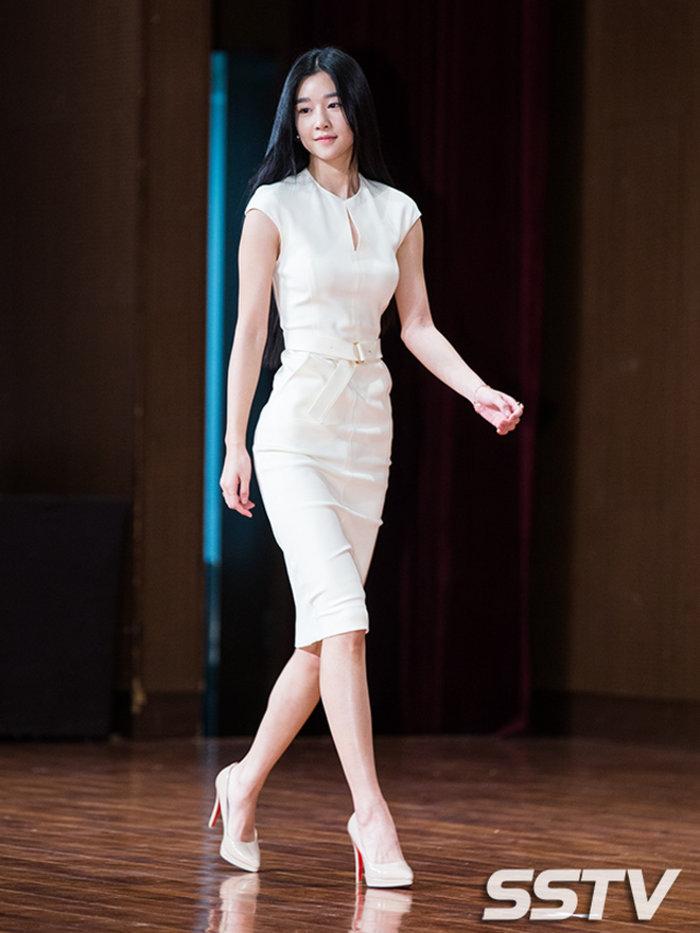 Dân tình sục sôi với vòng eo bé ngoài sức tưởng tượng của Seo Ye Ji (Điên Thì Có Sao) khi diện crop top 5