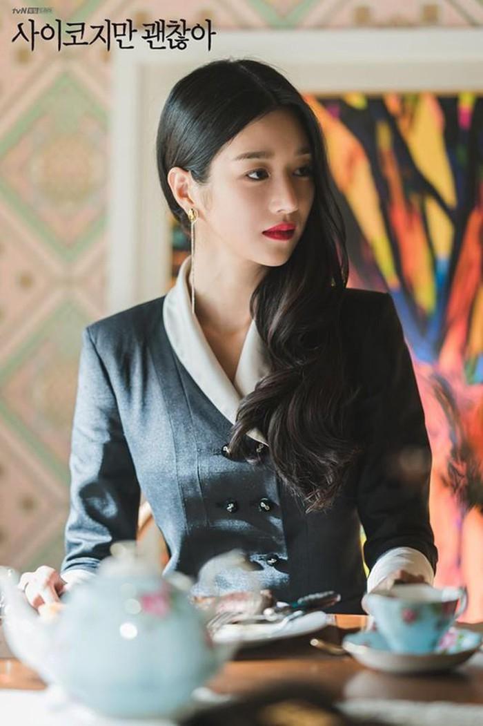 Nghiện cao gót đến mức mặc váy ngủ cũng phải đi, Seo Ye Ji có cả kho giày và đây là 8 đôi đẹp xuất chúng của cô trong 'Điên Thì Có Sao' 0