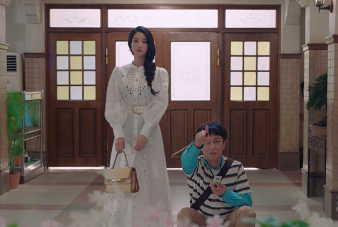 Nghiện cao gót đến mức mặc váy ngủ cũng phải đi, Seo Ye Ji có cả kho giày và đây là 8 đôi đẹp xuất chúng của cô trong 'Điên Thì Có Sao' 8
