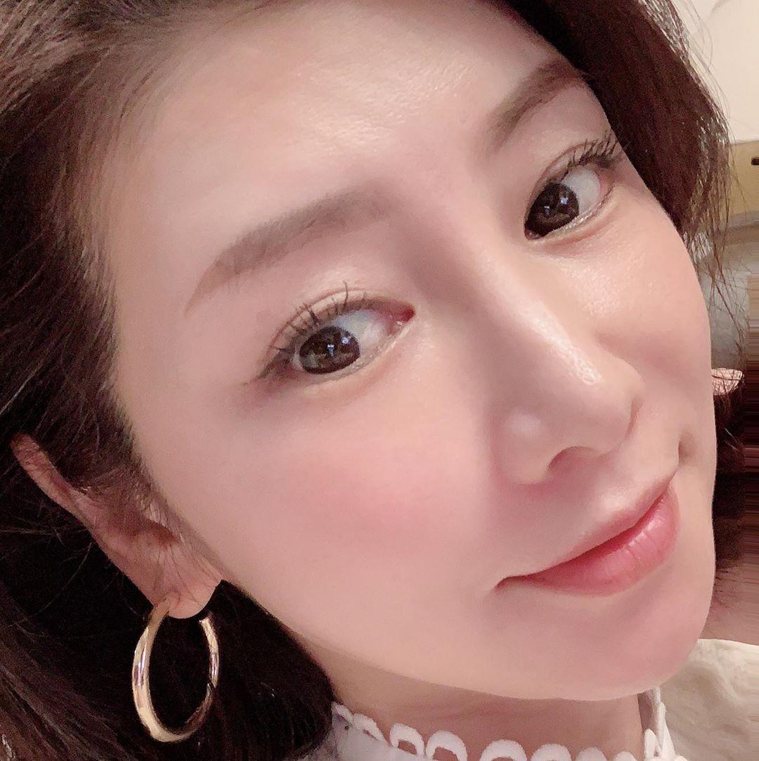 'Phù thuỷ làn da' tuổi 53 của Nhật tiết lộ 6 tips dưỡng da mỗi ngày: Dùng serum đúng 3 bước, nếu bận quá hãy đắp mặt nạ 1