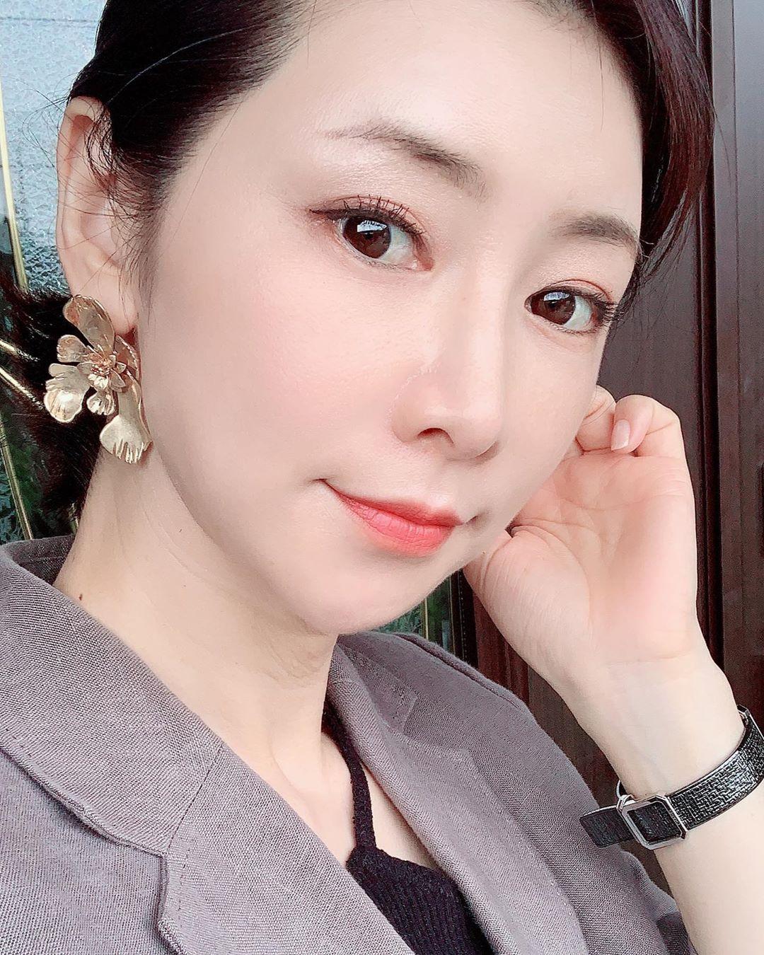 'Phù thuỷ làn da' tuổi 53 của Nhật tiết lộ 6 tips dưỡng da mỗi ngày: Dùng serum đúng 3 bước, nếu bận quá hãy đắp mặt nạ 2