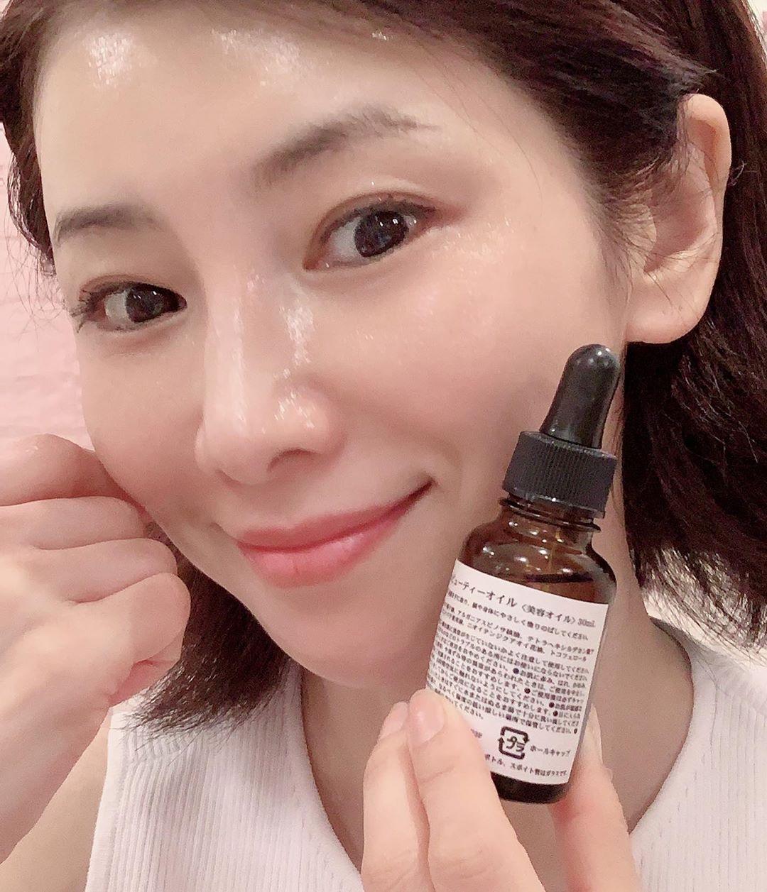 'Phù thuỷ làn da' tuổi 53 của Nhật tiết lộ 6 tips dưỡng da mỗi ngày: Dùng serum đúng 3 bước, nếu bận quá hãy đắp mặt nạ 4