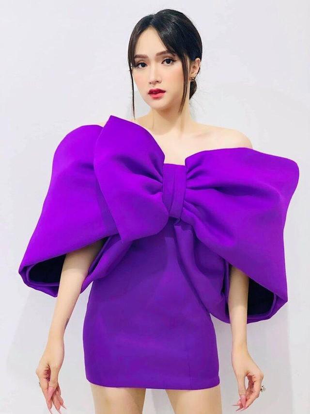 Chơi trội nhất hội 'Chị Em Chúng Mình' với bộ đầm tím nơ khổng lồ, Hương Giang lại chọn sai kiểu tóc nhìn già câng 1
