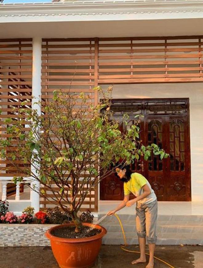 Cô xây sửa nhà cho bố mẹ gần 2,5 tỷ đồng vào dịp Tết vừa qua.