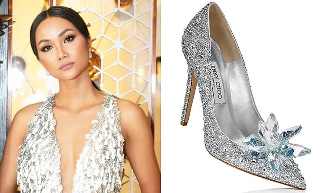 Đôi giày giá trị nhất cũng là do một nhãn hàng tặng cô.