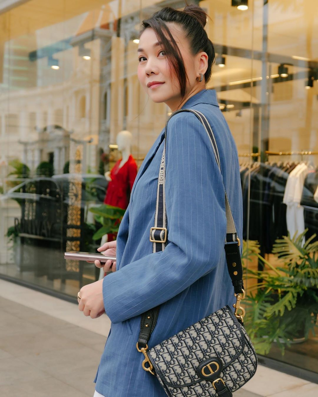 3 kiểu áo khoác khi trở lạnh được lòng hội chị em tuổi 30+ 'nhà Vbiz': Phạm Quỳnh Anh 'buông lơi' như idol Kpop, Hà Tăng lại hack tuổi đỉnh cao không thua gái 18 1