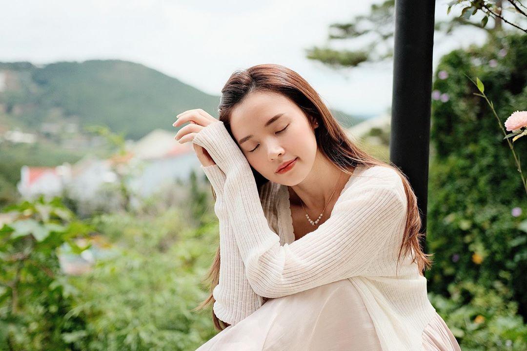 3 kiểu áo khoác khi trở lạnh được lòng hội chị em tuổi 30+ 'nhà Vbiz': Phạm Quỳnh Anh 'buông lơi' như idol Kpop, Hà Tăng lại hack tuổi đỉnh cao không thua gái 18 7