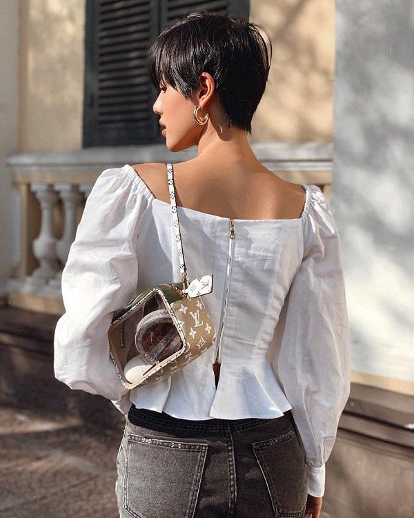 Phần khóa kéo được giấu đi thể hiện vẻ đẹp tinh tế của trang phục.