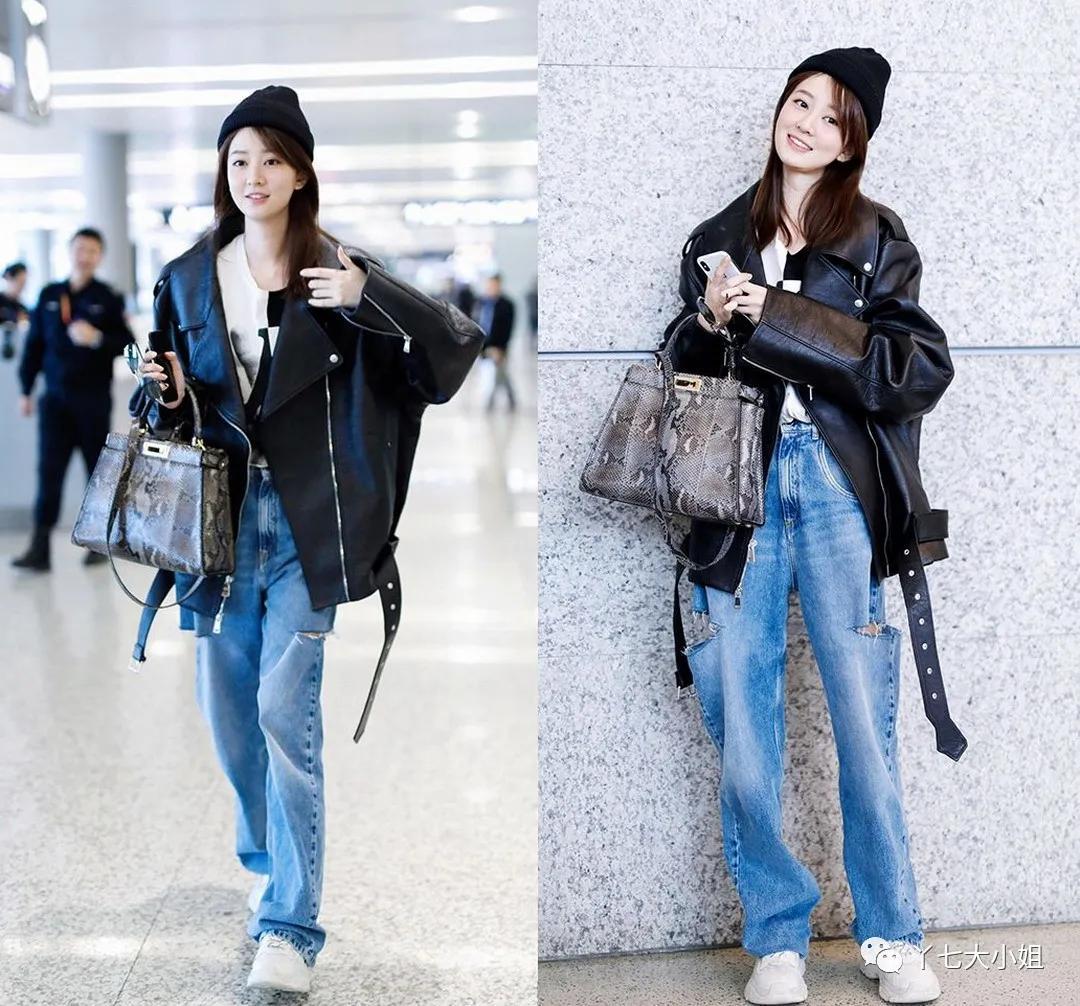 Mặc áo phông trắng hoặc quần jean xanh sẽ giảm bớt cảm giác lạnh lẽo so với khi toàn thân mặc đồ đen, đồng thời còn tạo cảm giác trẻ trung, giản dị