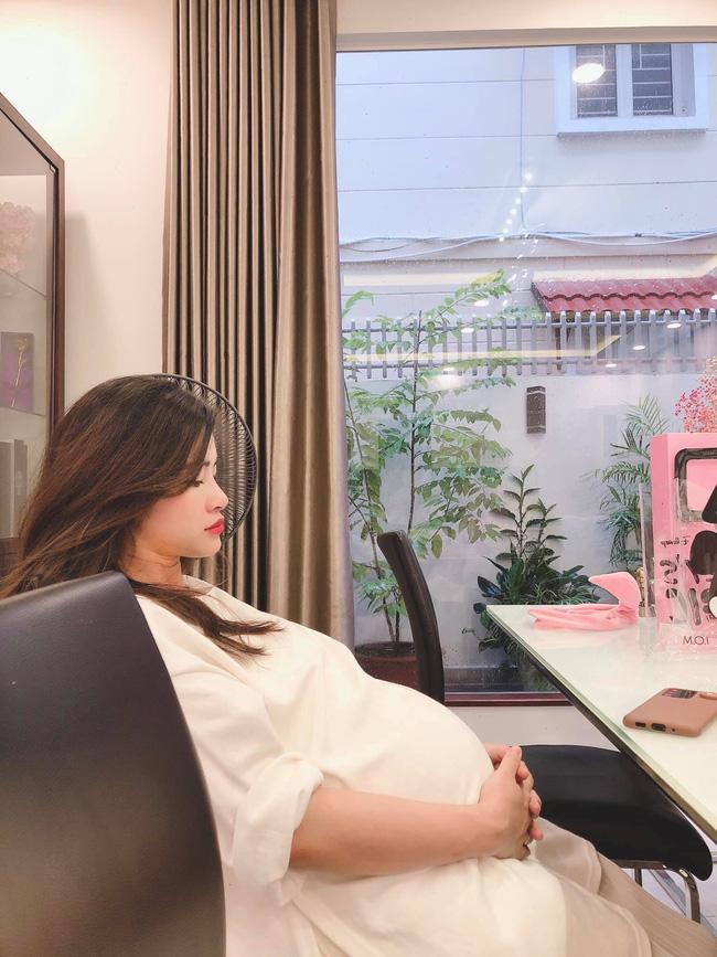 Ông Cao Thắng đưa Đông Nhi vào phòng sinh, chuẩn bị đón con gái đầu lòng chào đời 0