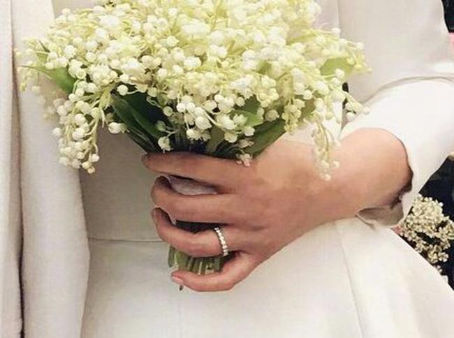 Trong đám cưới, chiếc nhẫn của Song Hye Kyo từng được netizen 'soi bằng được'.