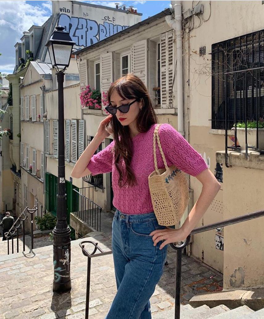Áo len dệt kim và quần jeans là combo được bao cô gái Pháp chọn diện trong mùa Thu.