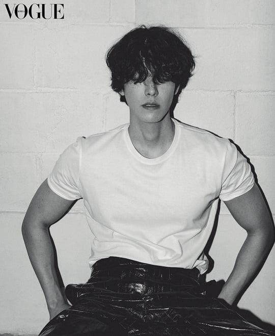 Kim Woo Bin tái xuất với phong thái cực ngầu, tiết lộ về điều bản thân không muốn đánh mất 2