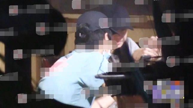 'Tình cũ Triệu Lệ Dĩnh' Trần Hiểu lộ diện bên cạnh bà xã sau tin đồn hôn nhân tan vỡ 5
