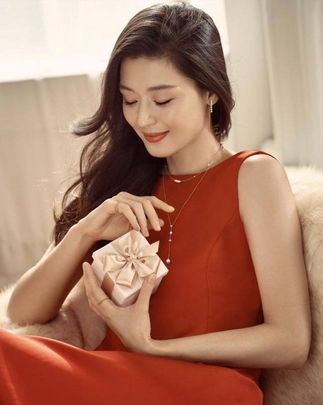 Mỹ nhân Hàn là tiểu thư của gia đình 'danh gia vọng tộc': Ai cũng trầm trồ khi nhắc tới Kim Tae Hee, Son Ye Jin nhưng bí ẩn nhất lại là người đẹp này 10